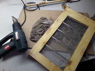 Absperrgitter reinigen mit Heißluftfön